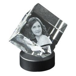 3D Würfel im Leuchtsockel