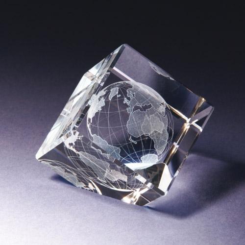 Glasblock - Weltkugel auf Ecke