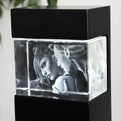 Fotogeschenke 3D Glasfoto mit Leuchtstele schwarz S quer