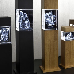 Fotogeschenke 3D Glasfoto mit Leuchtstele schwarz M quer